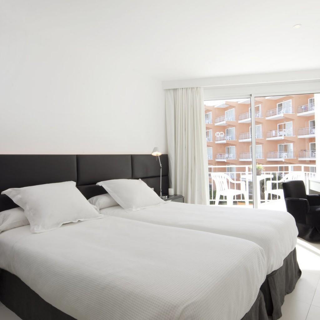 hotel-tropical-10-1024×1024