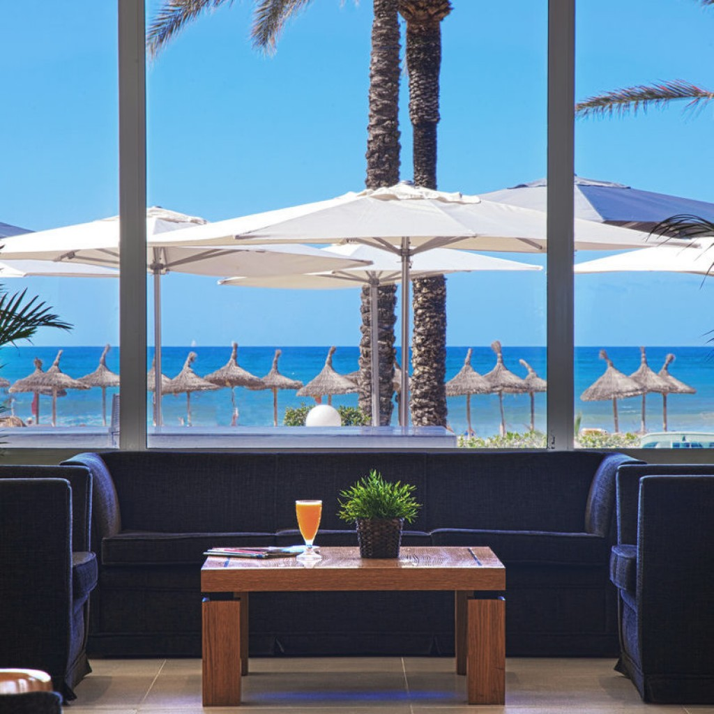 hotel-tropical-4-1024×1024